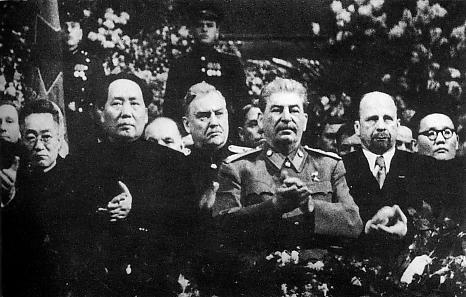 Mao Zedong na spotkaniu z Józefem Stalinem - najwięksi dyktatorzy w historii świata, a także ich biografie, skutki terroru oraz daty