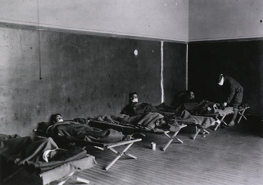 Żołnierze amerykańscy chorujący na grypę Hiszpankę w czasie epidemii na początku XX wieku