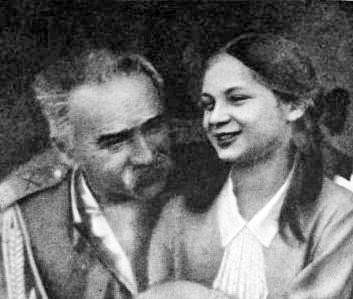 Józef Piłsudski z córką Jadwigą na zdjeciu z 1935 roku tuż przed śmiercią Marszałka