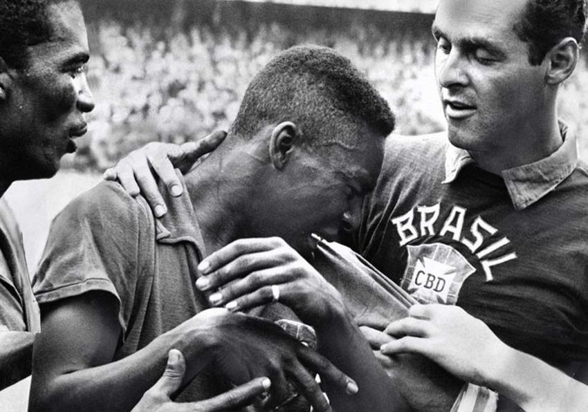 Nastoletni Pele płaczący podczas finałów Mistrzostw Świata w 1958 roku w Brazylii, a także jego kariera, osiagnięcia i rekordy