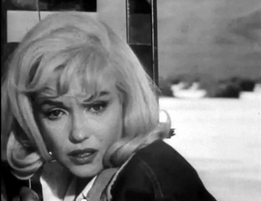 Marylin Monroe w kadrze z czarno-białego filmu, a także najbardziej znane cytaty z aktorki