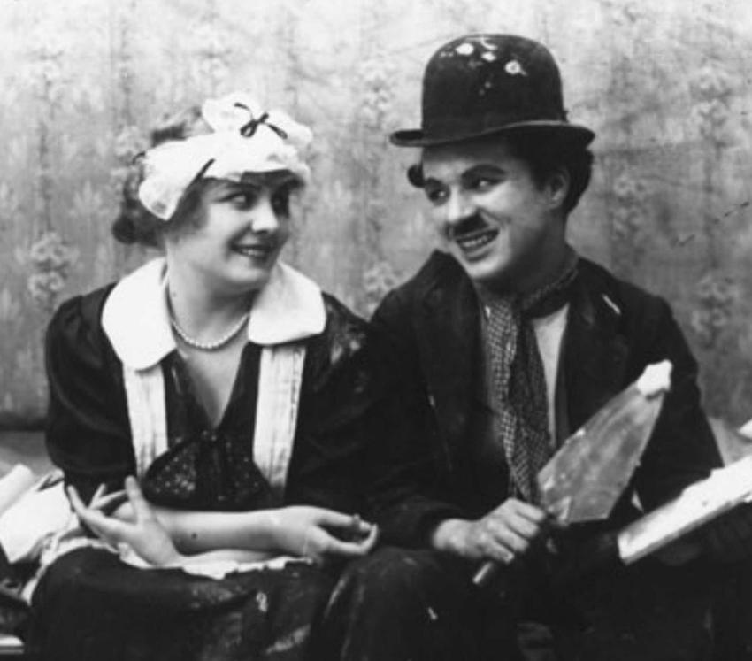 Charlie Chaplin w kadrze z filmu Work, a także największe osiągnięcia, kariera filmowa, życiorys oraz najważniejsze nagorody i osiągniecia aktora
