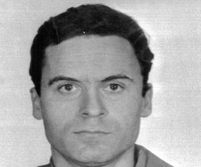 Ted Bundy na zdjęciu portretowym, a także jego historia - człowieka, który zabił kilkadziesiąt kobiet