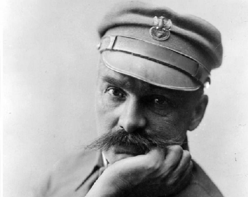 Zdjęcie portretowe Józefa Piłsudskiego zrobione w Warszawie w 1928 roku, a także informacje o Marszałku - biografia, rządy, polityka zagraniczna