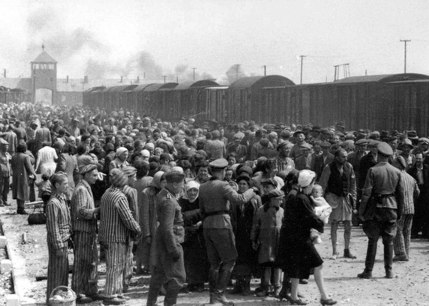 Selekcja więźniów na rampie kolejowej w obozie w Brzezińce - upamiętniamy Międzynarodowy Dzień Pamięci o Ofiarach Holocaustu