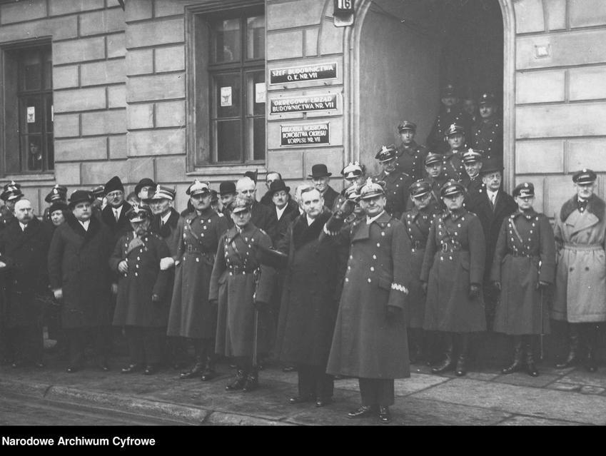 Zdjęcie przedstawiające przywódców Powstania Wielkopolskiego, wśród nich także Stanisław Taczak, biografia i historia przywódcy