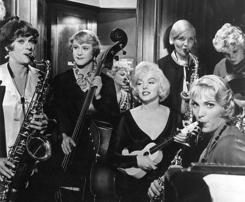 Kadr z filmu Pół żartem pół serio - kultowego filmu z Marylin Monroe, a także 10 najlepszych filmów z aktorką