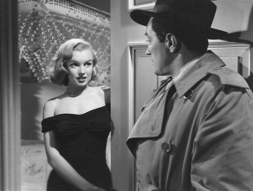 Marilyn Monroe w kadrze z filmu Asfaltowa dżungla, a także informajce o aktorce: biografia i filmografia, życie prywatne, kontrowersje