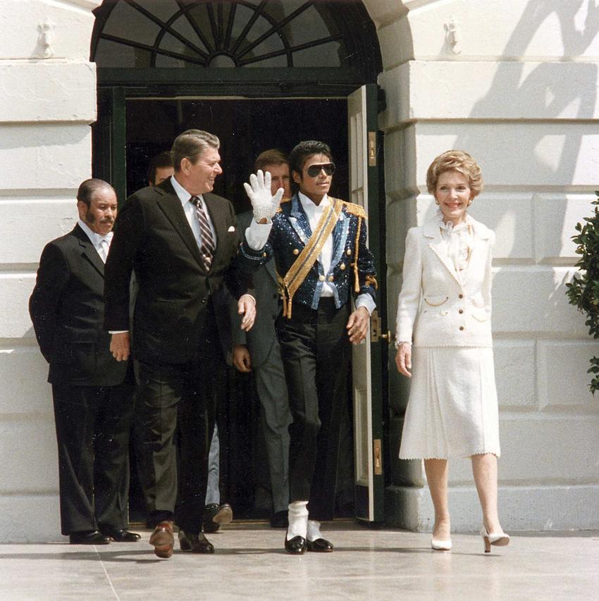 Michael Jackson z parą prezydencka, a także dyskografia, życiorys, najważniejsze informacje i życie prywatne muzyka
