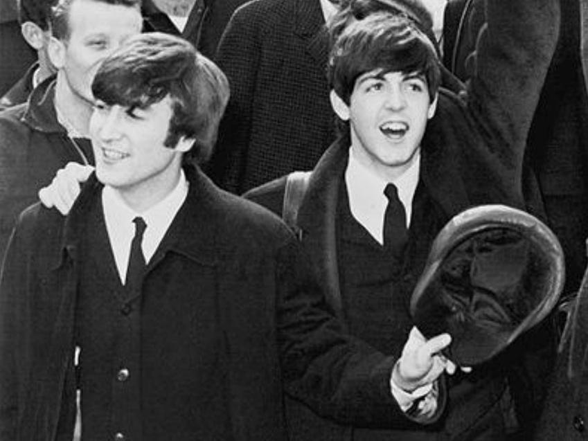 Paul McCartney, czyli jeden z Beatelsów, a także jego życiorys, działalność muzyczna, najbardziej popualrne hity, najważniejsze informacje
