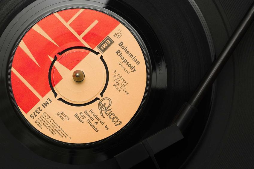 Kariera zespołu Queen - ich droga do oszałamiającej kariery, wydane płyty, koncerty, działalność, historia Freddy'ego Mercury'ego