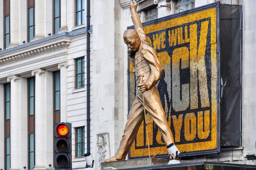 Freddie Mercury, czyli lider zespołu Queen, a także jego historia, osiągnięcia, największe przeboje, życie prywatne i śmierć