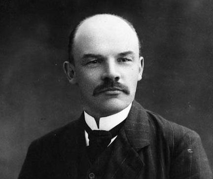 Włodzimierz Lenin oraz jego pochodzenie i rola w historii - Włodzimierz Lenin na fotografii z 1910 r.