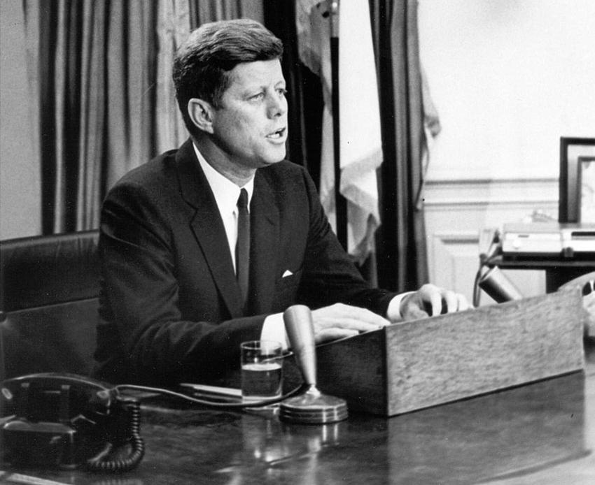 Romanse Marylin Monroe z Kennedymi, a także skutki, skandal, przebieg, fakty i mity