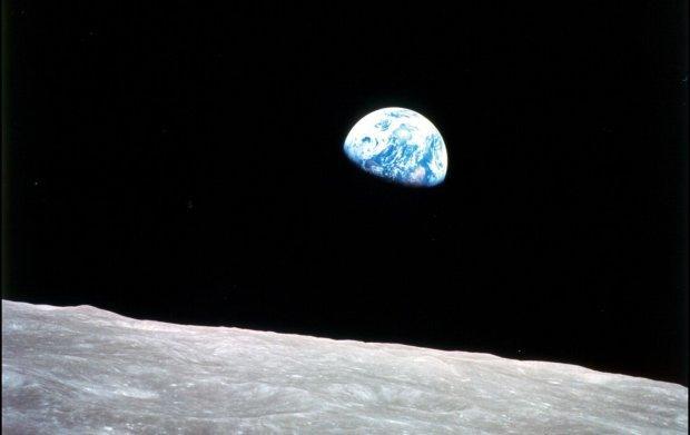 Święty Mikołaj istnieje! - meldowali astronauci z okolic księżyca