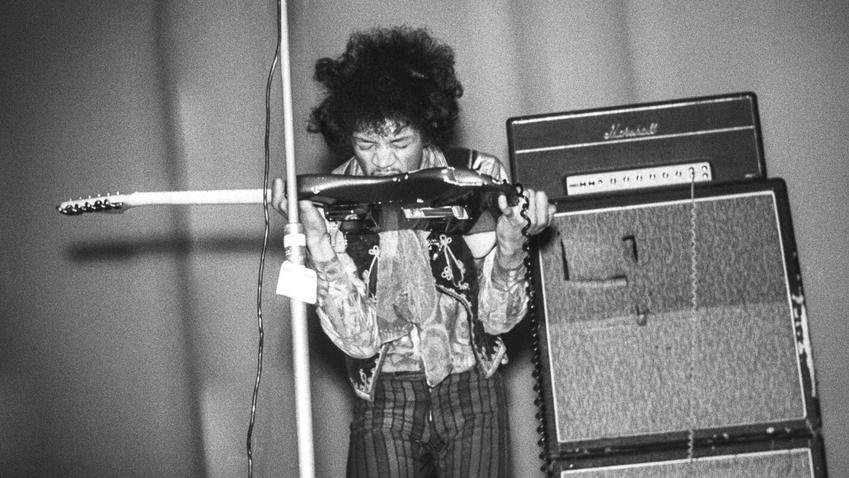 Jimi Hendrix i jego życiorys krok po kroku, czyli kariera muzyczna, dyskografia, pochodzenie i życie prywatne wybitnego gitarzyty