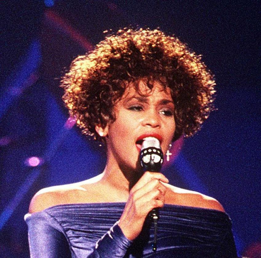 Whitney Houston i jej historia, czyli piosenkarka, dyskografia, pochodzenie, kariera i okoliczności śmierci