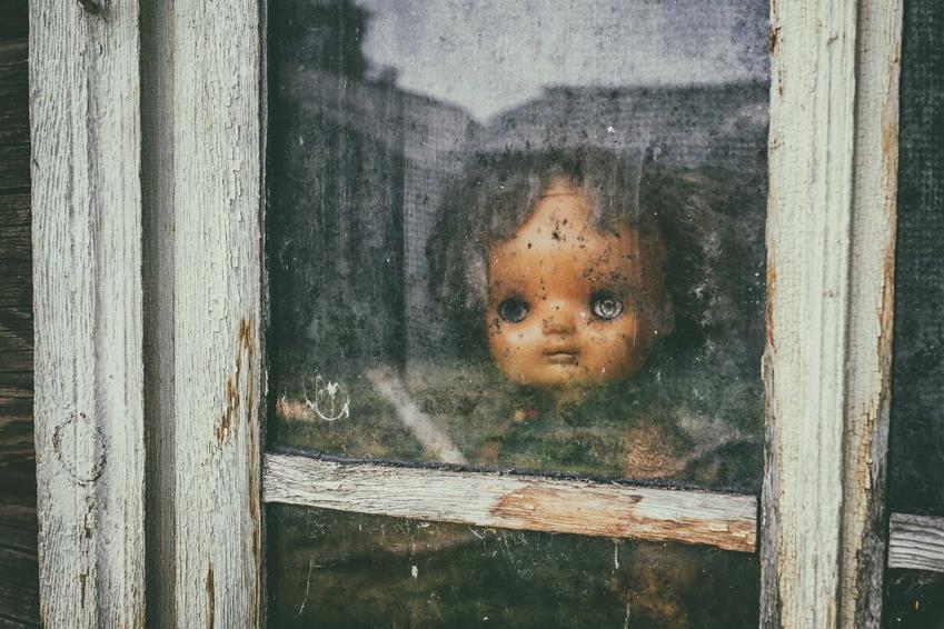 Historia demonicznej lalki Annabelle uwieczniona w filmie, a także informacje, demonolodzy, fakty i mity