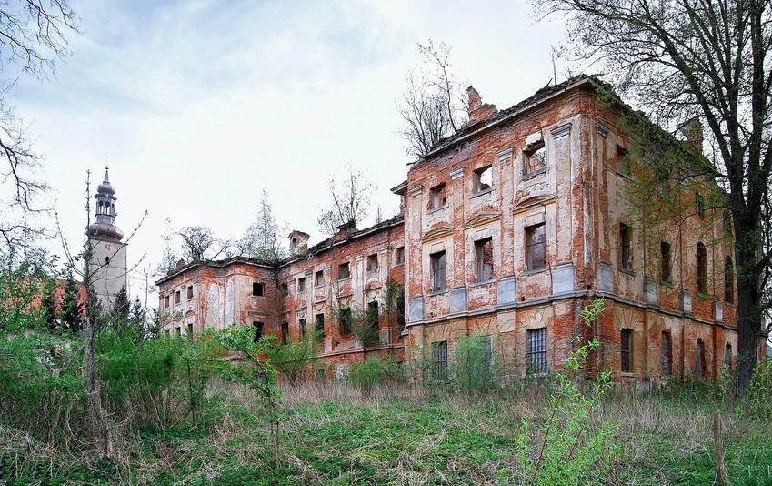 TOP 10 najpiękniejszych pałacy i zamków w Polsce krok po kroku, czyli najciekawsze opuszczone budowle