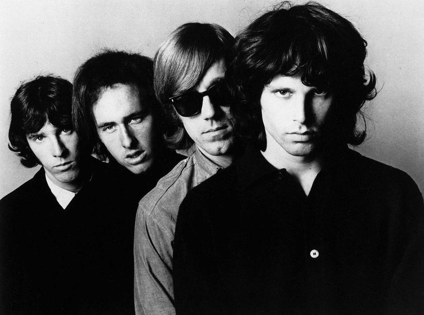 Jim Morrison i jego życiorys krok po kroku, czyli życie, śmierć, działalność w zespole The Doors, dyskografia i najważniejsze informacje