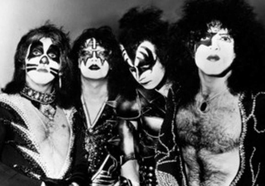 10 największych przebojów zespołu KISS, czyli największe hity kultowego zespołu metalowego