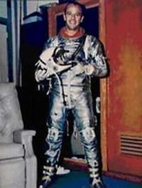 Alan Shepard (18.11.1923 - 22.07.1998) przed swoim pierwszym lotem