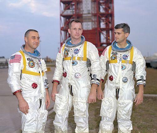 Do pierwszego lotu Apollo, na razie wokółziemskiego, wyznaczono do niej pułkownika Virgila I. Grissoma, podpułkownika Edwarda H. White'a i komandora porucznika Rogera B. Chaffee'go.