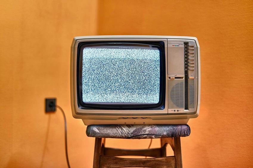 Popularne programy rozrywkowe w PRL, czyli programy tematyczne, kabarety, teleturnieje