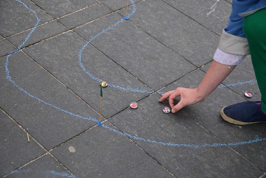 Typowe zabawy i zabawki w czasie PRLu, czyli w co bawili się nasi dziadkowie i rodzice krok po kroku