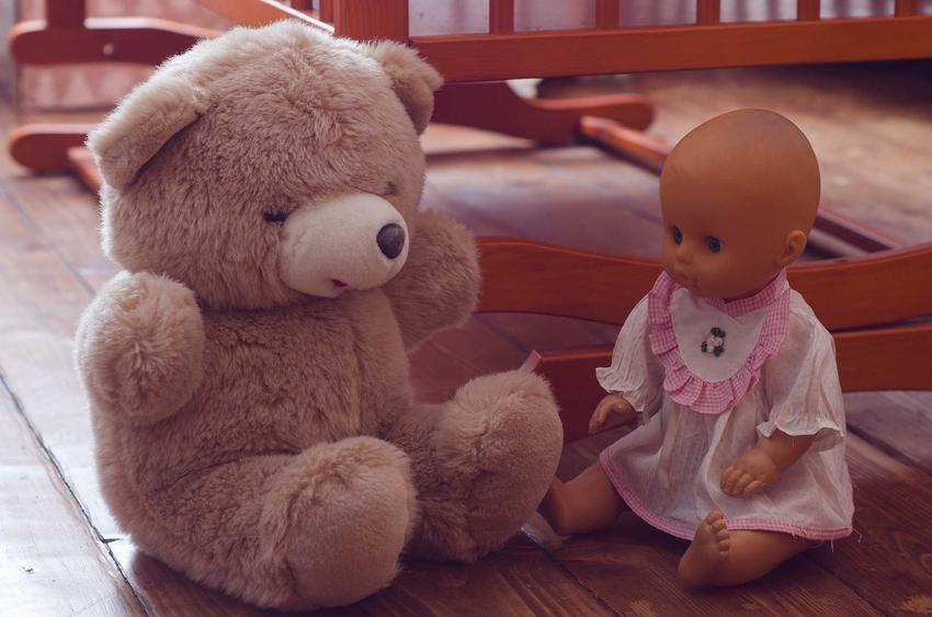 Diecięce zabawy i zabawki typowe dla czasów PRL, czyli w co bawili się nasi dziadkowie i rodzice