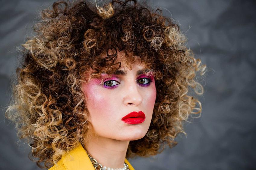 Makijaż w PRL, czyli jak malowały się kobiety dawniej, najbardziej popularne kolory i kosmetyki