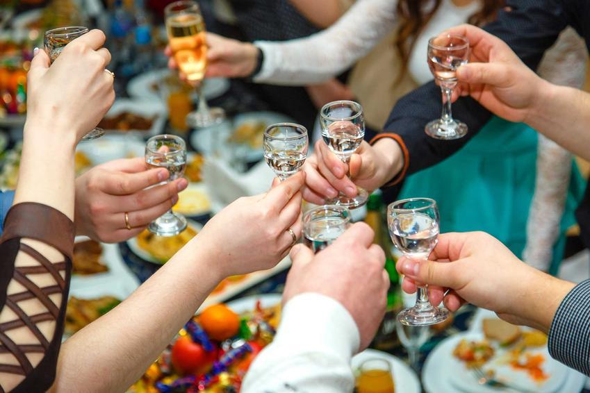 TOP 5 alkoholi z czasów PRL, czyli najbardziej popularne alkohole na prywatkach