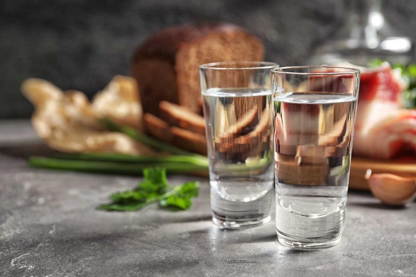TOP 5 alkoholi serwowanych na prywatkch, a także najbardziej powszechne alkohole w czasach PRL
