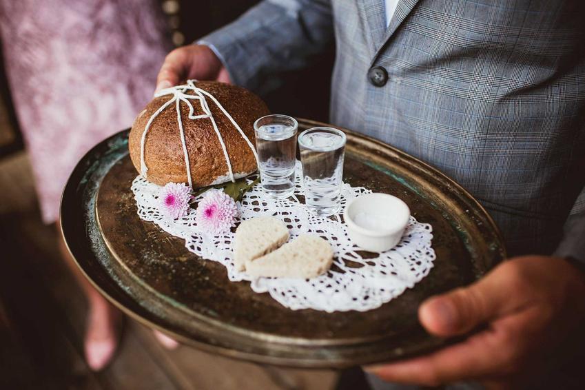 Typowe wesele w czasach PRL, czyli jak się kiedyś wyglądały śluby i wesela w Polsce, najpowszechniejsze tradycje
