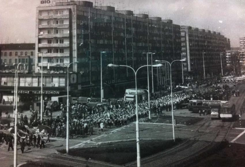 Święta państwowe w czasach PRL, czyli jak wyglądały święta państwowe, obchody 1 maja i tym podobne