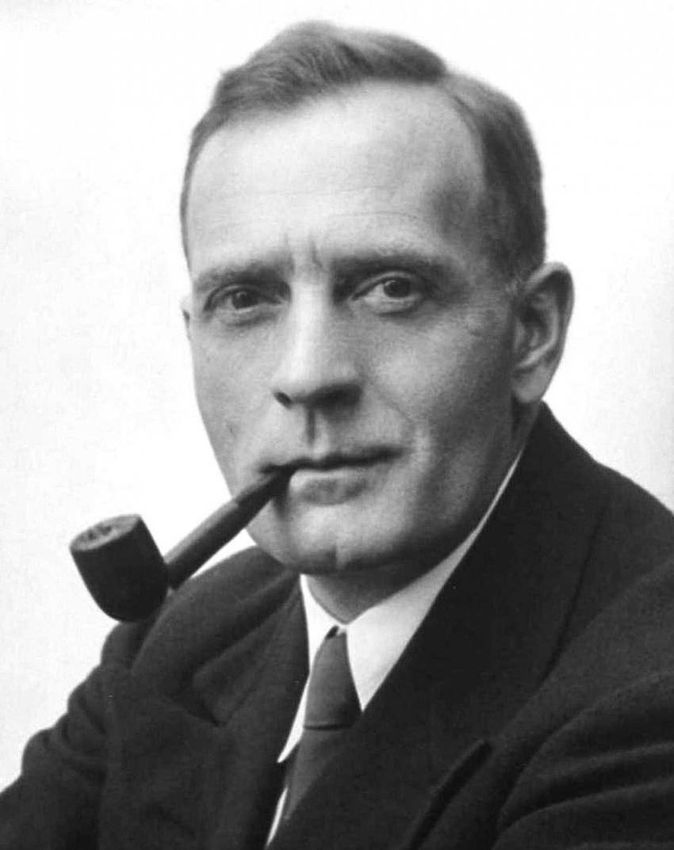 Edwin Hubble i jego życiorys, ciekawostki oraz największe odkrycia naukowe i związane z nimi nagrody