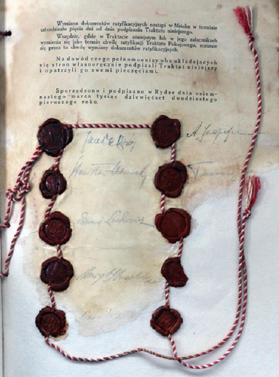 Traktat ryski został podpisany w 1921 roku - dokument traktatu z podpisania i pieczęciami Polski i Rosji