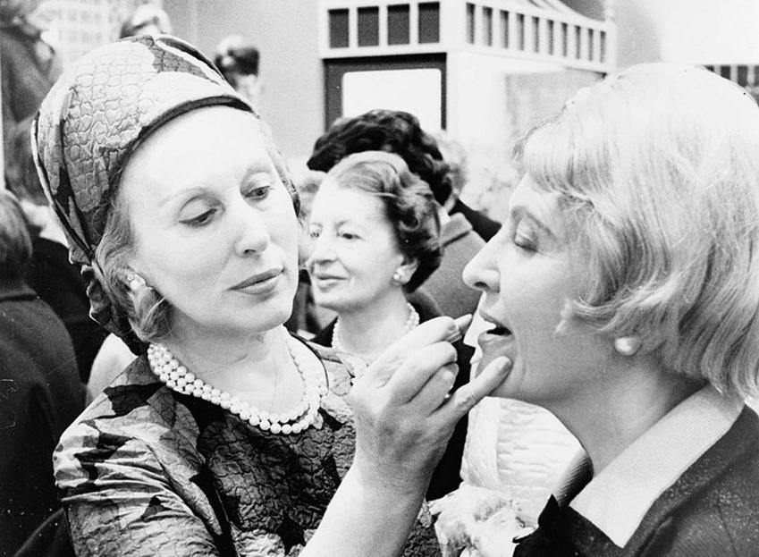 Estee Lauder, czyli bizneswoman i twórczyni kosmetyków i jej historia, życiorys i najważniejsze informacje