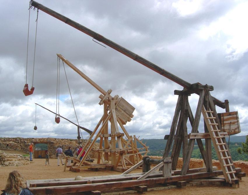 Maszyny trebusza i tripantium wykorzystywane do oblężeń miast, między innymi Głogowa oraz przegląd popularnych oblężeń