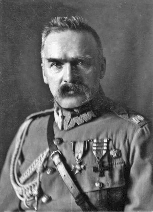Józef Piłsudski, czyli Marszałek Polski na zdjęciu z lat 20, a także informacje o zesłaniu na Syberię