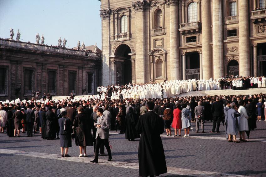 Sobór Watykański zwołany przez papieża Jana Pawła II, a także biografie i daty pontyfikatu innych ważnych papieży.