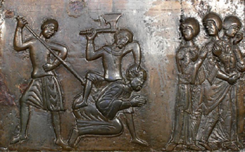 Śmierć świętego Wojciecha przedstawiona na rzeźbie na drzwiach w Katedrze w Gnieźnie