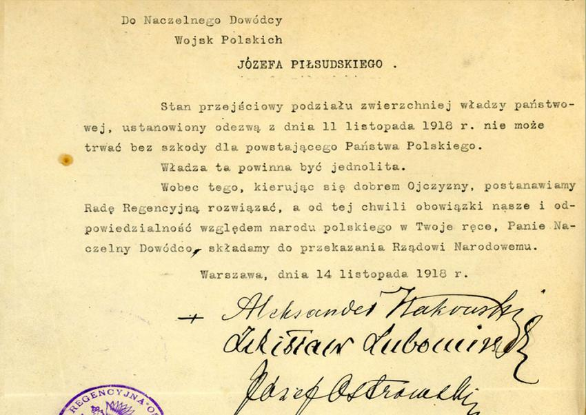 Odzyskanie niepodległości nastąpiło 11.11.1918 r., a następnie władza została przekazana w ręce Piłsudskiego poprzez Akt Przekazania Władzy Rady Regencyjnej