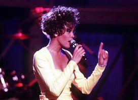 Whitney Houston – legenda muzyki pop i R&B – piękna kariera, smutna śmierć
